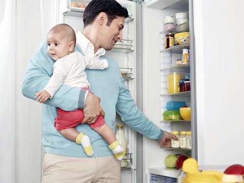 Папа может кормить грудным молоком
